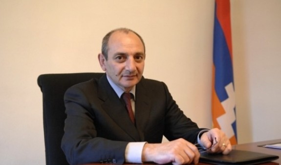 Бако Саакян наградил экс-главу Службы спасения Арцаха