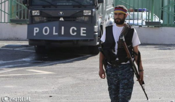 Участнику группы «Сасна црер» Смбату Барсегяну предъявлено обвинение в убийстве полицейского