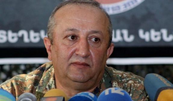 Газета «Жоховурд»: Мовсеса Акопяна на посту начальника Главного штаба ВС Армении сменит Оник Гаспарян