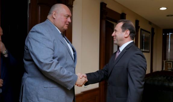 Министр обороны Армении обсудил с делегацией Совфеда России вопросы двустороннего сотрудничества
