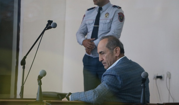 В Ереване продолжатся слушания по делу Роберта Кочаряна
