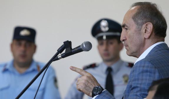 Роберт Кочарян заявил об исчезновении видеозаписей из материалов уголовного дела