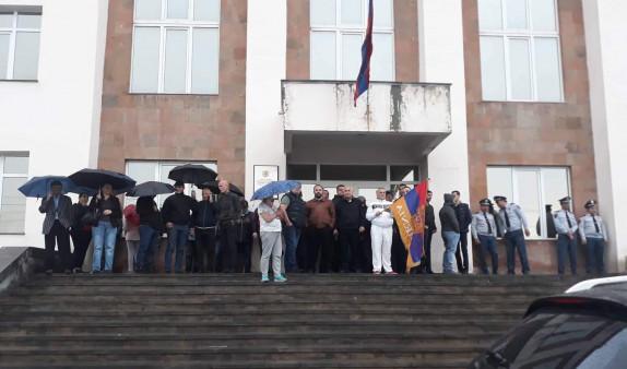 Второй этап революции в Армении: граждане по призыву Пашиняна начали блокировать здания судов