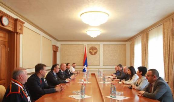 Бако Саакян встретился с президентом Конфедерации независимых футбольных ассоциаций