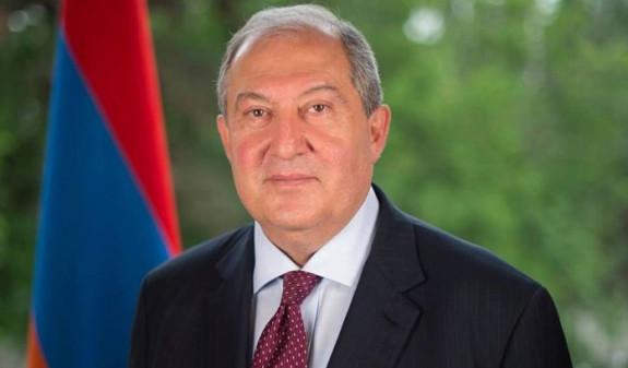 Президент Армении поздравил Путина с Днем России