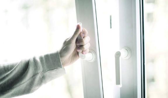 13-летний ребенок выпал из окна квартиры в Арцахе