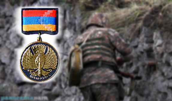 Президент Арцаха посмертно наградил военнослужащего Артема Хачатряна