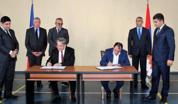 Мэр французского Арнувиля обжалует решение об отмене декларации о дружбе с арцахским городом Шехер