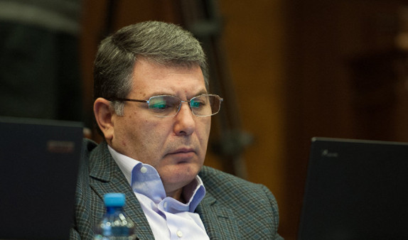 Стало известно имя судьи, который рассмотрит дело экс-министра экологии Армении Арама Арутюняна