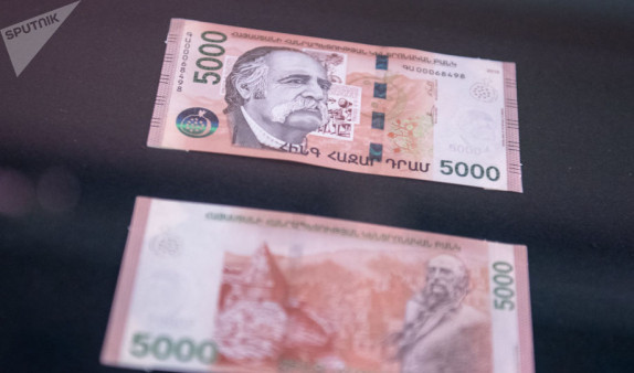 В Ереване двое мужчин попались на сбыте фальшивых денег
