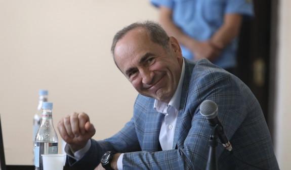 Конституционный суд Армении принял к производству два заявления Роберта Кочаряна
