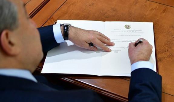 Президент Армении наградил двух сотрудников Прокуратуры медалью Мхитар Гош