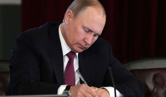 Путин подписал закон о приостановке участия России в ДРСМД