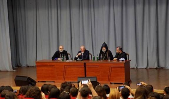 Бако Саакян встретился с участниками Всеармянского молодежного съезда «К Святому Эчмиадзину, к Священному Арцаху»