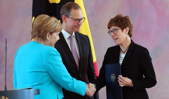 Новую главу Минобороны Германии сочли возможной преемницей Ангелы Меркель