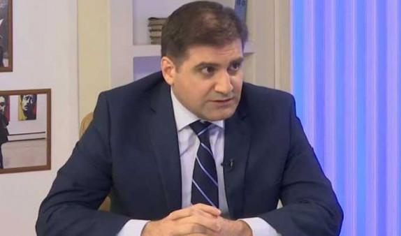 АРМЕНИЯ: Арман Бабаджанян обвинил Грайра Товмасяна в узурпации власти
