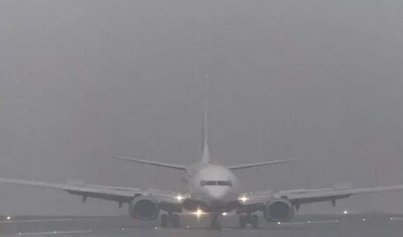 В аэропортах Москвы отменили и задержали полсотни рейсов из-за тумана