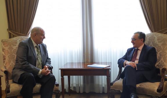 Зограб Мнацаканян встретился с временным поверенным в делах Великобритании в Армении Дэвидом Мораном
