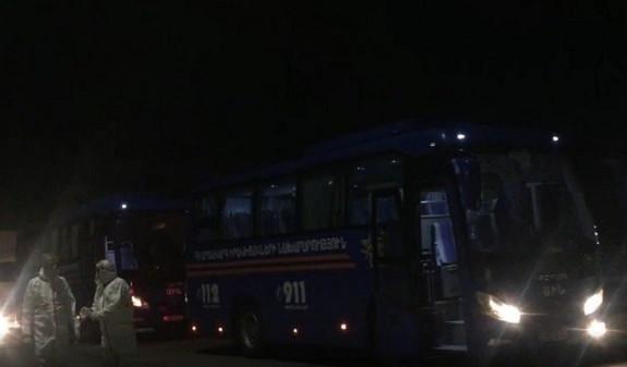 Տեսանյութ.Ապրիլի 6-ի լուսադեմին ՀՀ ժամանած ուղեւորները «Զվարթնոց»-ից ԱԻՆ ավտոբուսներով մեկուսացման վայրեր են տեղափոխվել