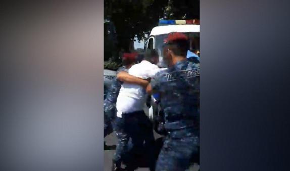 «Ոչ վարկային թալանին», այսօր խեղդված իրավիճակ է,«կարմիր բերետավորները»թևերը ոլորելով բերման ենթարկեցին մի քանի անձի