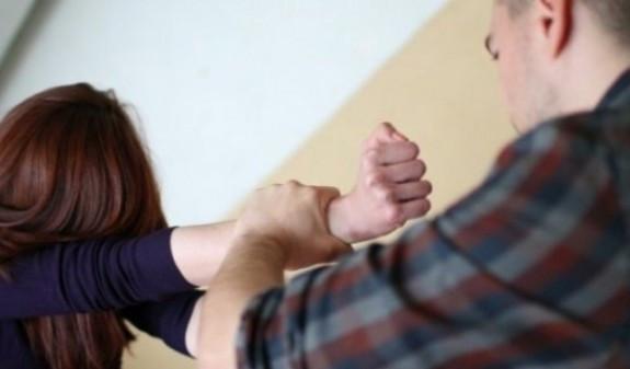 Եղբայրը բռնություն է գործադրել քրոջ նկատմամբ,արդուկով հարվածել է նրա գլխին, կոտրել ձեռքը, ապա սպառնացել մկրատով հանել աչքերը և կտրել ականջները