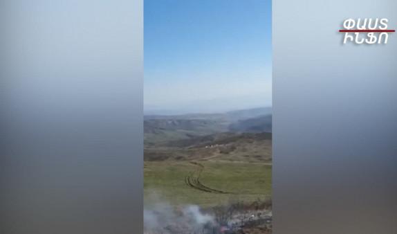 Տեսանյութ.Եվս մեկ անգամ ապացույց՝ ինչպես են ադրբեջանցիները Սյունիքի գյուղերի անմիջական հարևանությամբ կրակում ինչպես փոքր, այնպես էլ խոշոր տրամաչափի զինատեսակներից