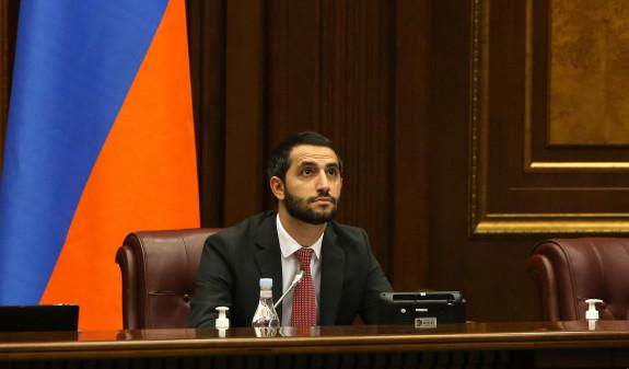 ՀՅԴ-ն մի օր կողմ է քվեարկում պնդմանը՝ թե Սյունիքից այն կողմ Ադրբեջանն է, հետո ասում է՝ դավաճանաբար հանձնվեցին հայկական բնակավայրերը
